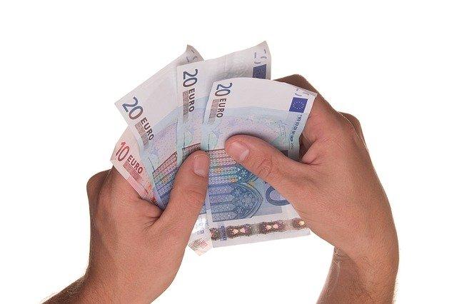 שוקלים לקחת הלוואה? כל מה שאתם חייבים לדעת
